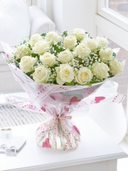 Divine Eighteen White Roses